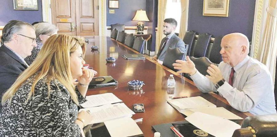 Jenniffer González talks to the Speaker of the House Media and Arbitration Committee, Kevin Brady. (horizontal-x3)