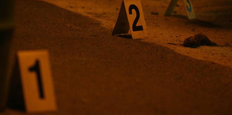 La Policía identifica los proyectiles encontrados en la escena. (GFR Media) (horizontal-x3)