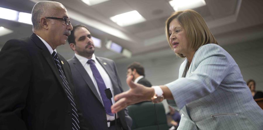 In the picture Raúl Maldonado (first left), the Secretary of the Treasury. (horizontal-x3)