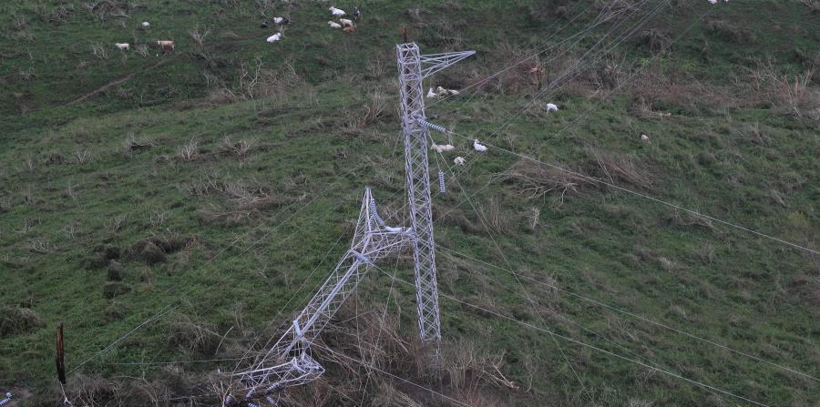 In the southeastern part of the country, the Electric Power Authority suffered great damage. (horizontal-x3)