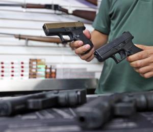 Nueva propuesta de la Ley de Armas reduce a $300 el costo para obtener la licencia