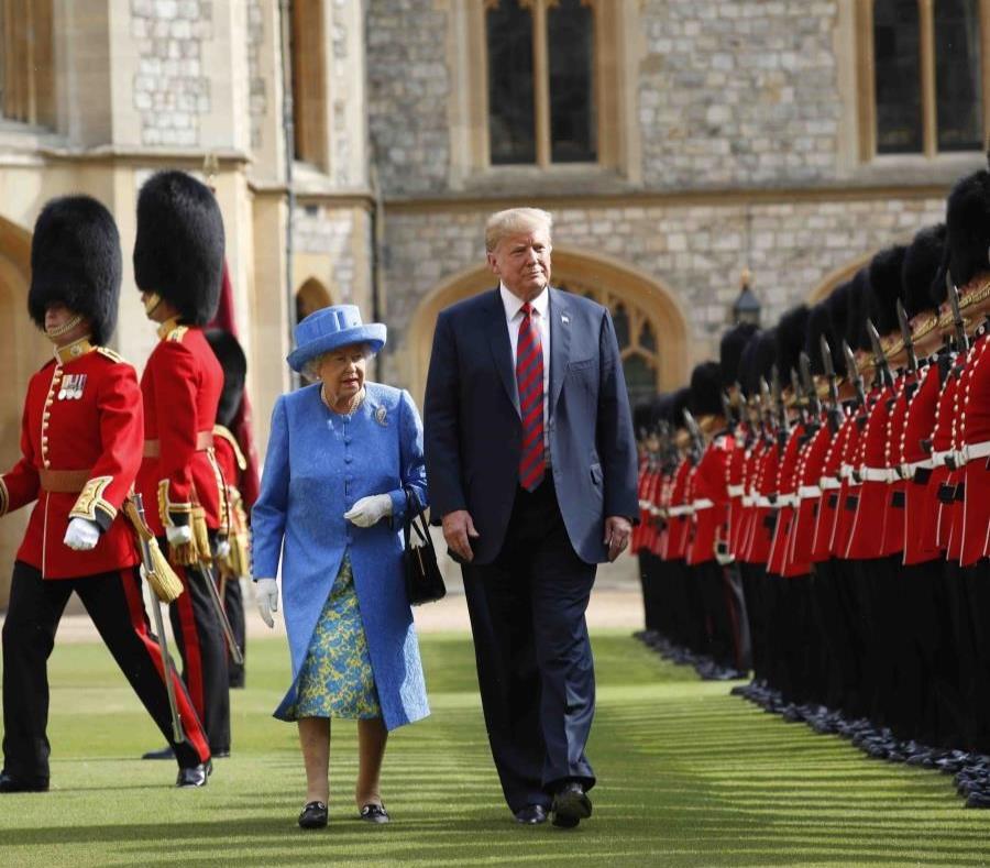 La reina Isabel II y el presidente de Estados Unidos, Donalds Trump (semisquare-x3)