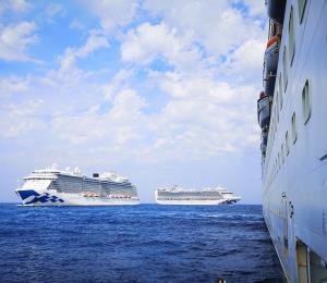 Miles de tripulantes permanecen en los cruceros