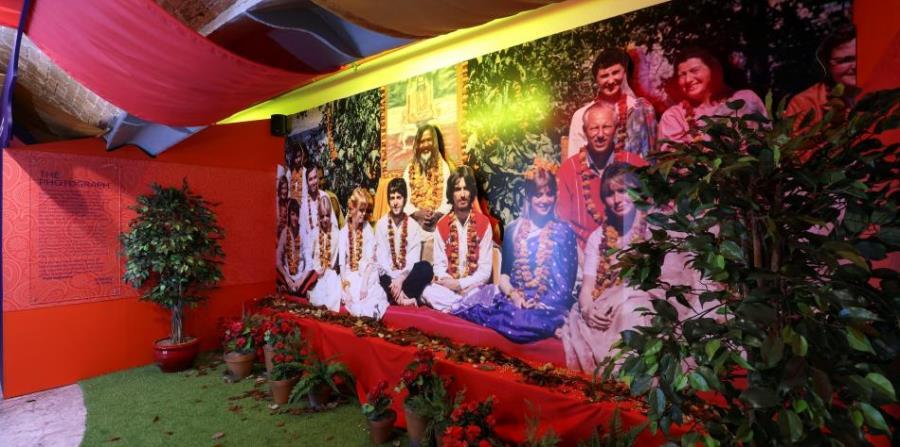 Fotografía facilitada por la sala The Beatles Story en Liverpool, de la exposición 'Beatles in India', ubicada en dicha sala. (horizontal-x3)