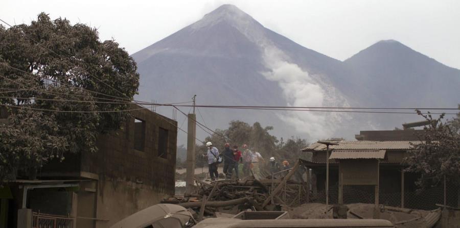 Suben a 62 los muertos por la erupción del volcán de Fuego en Guatemala (horizontal-x3)