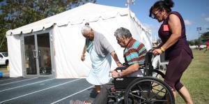 Ciudadanos comienzan a llenar el campamento base de Guánica