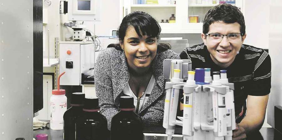 os estudiantes Rocio Zorrilla Veloz y Christian Alvarez de la UPR-Rio Piedras que triunfaron en competencia cientifica en Estados Unidos. (horizontal-x3)