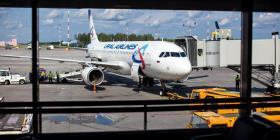 La Policía detiene a un hombre desnudo que intentaba embarcar en un avión