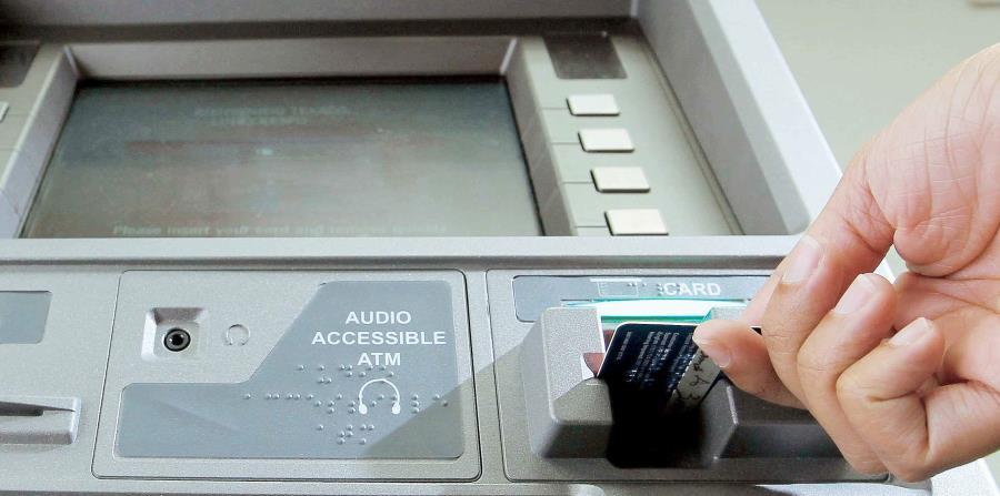 Cuatro ladrones se roban un cajero autom tico de una for Los cajeros automaticos