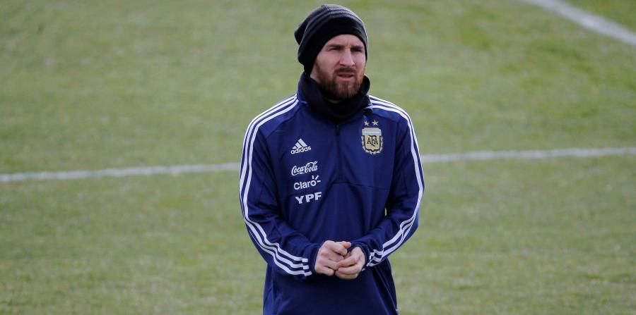 El delantero de la selección argentina, Lionel Messi, durante el entrenamiento. (horizontal-x3)