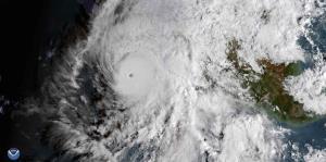 Willa se convierte en un huracán de categoría 5 frente a México