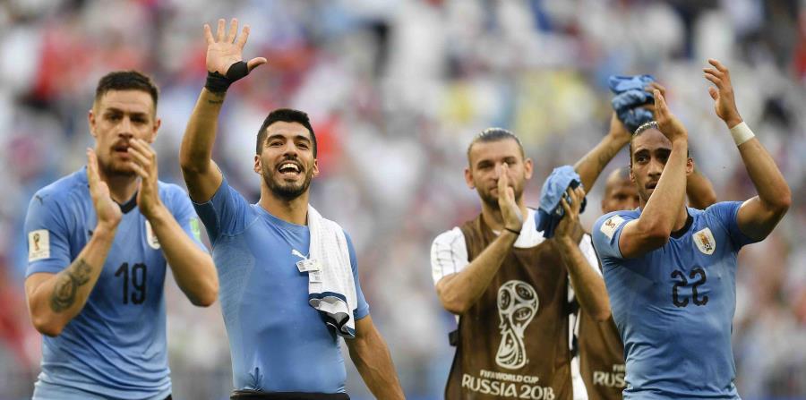 Uruguay dominó el grupo A con tres victoria y enfrentará a Portugal en los octavos de final. (AP) (horizontal-x3)