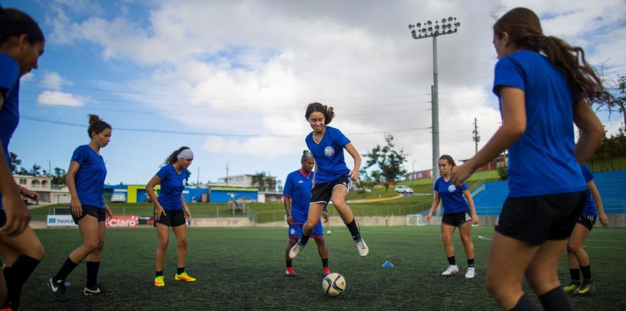 Las jugadoras de la Selección entrenaron en el Bayamón Soccer Complex de cara al importante compromiso. Como preparación, foguearon con varios equipos de la isla. (horizontal-x3)