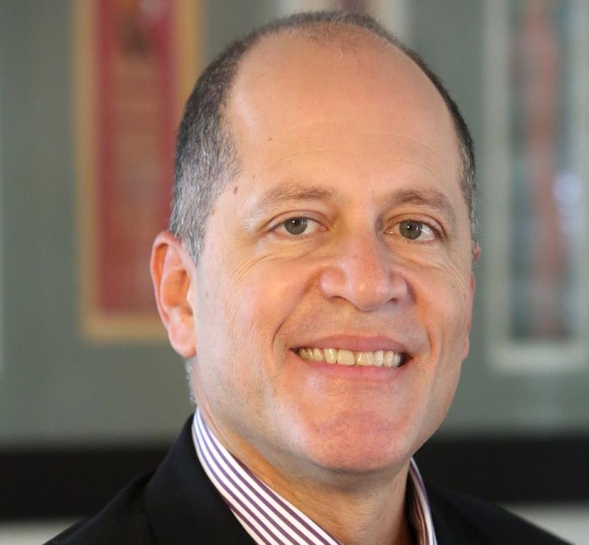 Doctor Jorge L. Colón Rivera, catedrático y coordinador del Programa Graduado de Química de la Universidad de Puerto Rico, Recinto de Río recibe reconocimiento en Reino Unido. (Suministrada) (semisquare-x3)