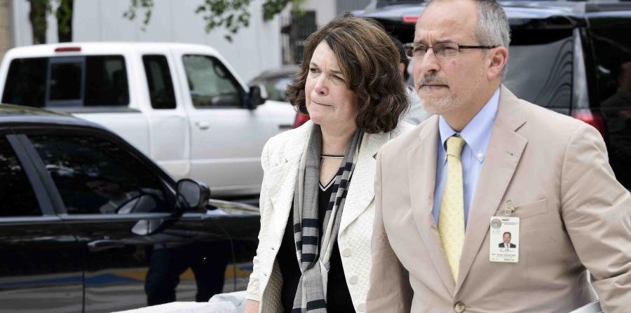 La abogada Marcia Goldstein compareció al tribunal en representación de la aseguradora municipal National Public Finance Gurantee. En la foto, junto a su colega abogado Eric Pérez Ochoa. (horizontal-x3)