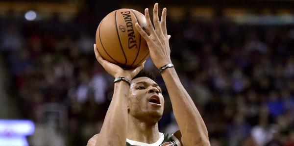 Los Bucks vencen de nuevo a los Raptors