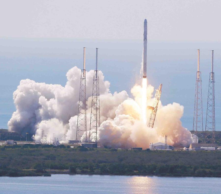 El satélite, tipo radar, fue lanzado en un cohete H-2A a las 13:20 hora local (04:20 GMT) desde el centro espacial de Tanegashima. (AP / John Raoux) (semisquare-x3)