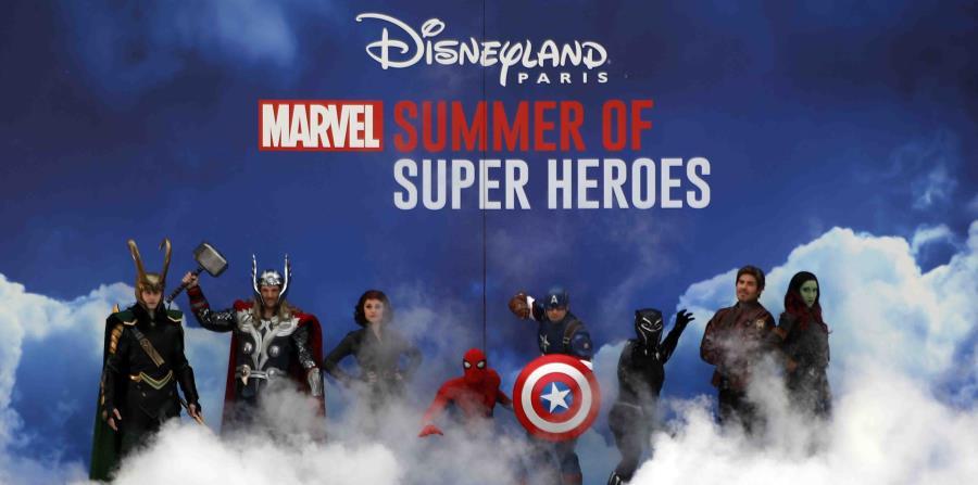 Personajes de los superhéroes de Marvel en el escenario del primer show de los Avengers en Disneyland Paris. (horizontal-x3)