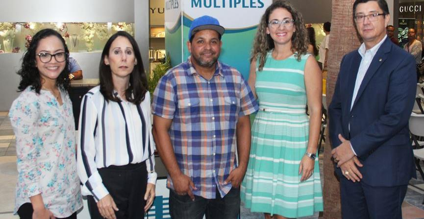 De izq. a der.: Lydia Colón de Infiniti; Lourdes Fernández de Bella Group; Manuel Arroyo de Fundación J.J. Barea y FIBA;  Kelineth Quiñones de Infiniti; y Edwin A. Lugo de Cooperativa de Seguros Múltiples.