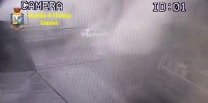 Revelan las imágenes del momento exacto en el que se cae el puente de Génova