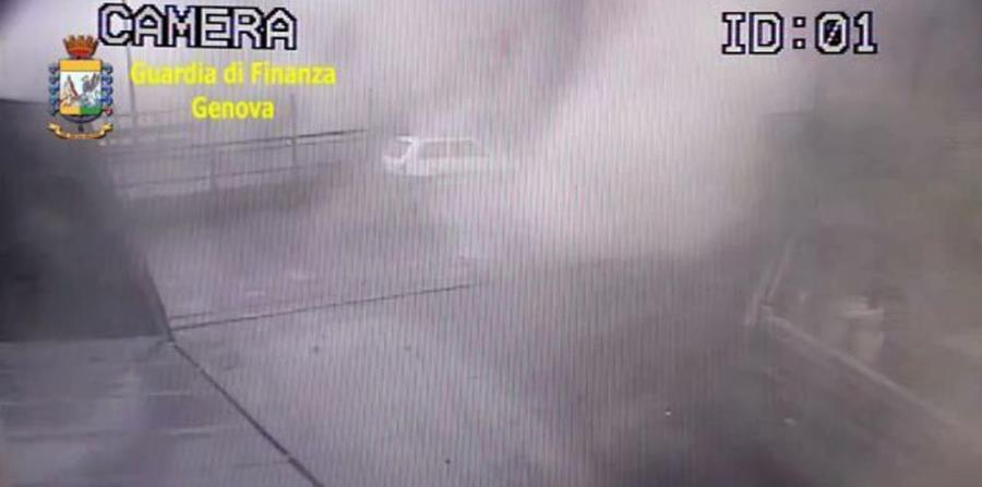 Momento del derrumbe del puente de Génova captado por una cámara de seguridad. (horizontal-x3)