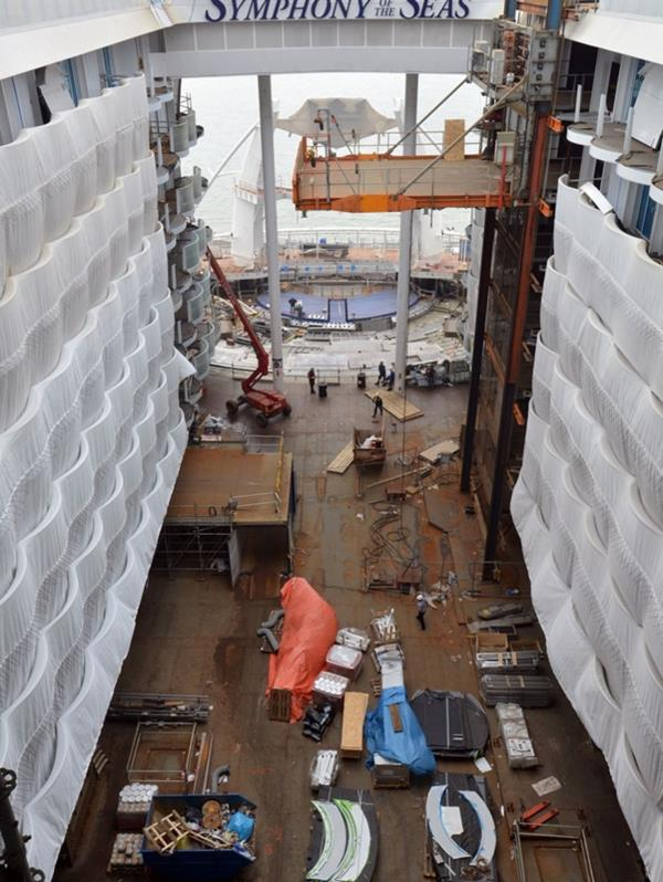 """Esta es la primera vez que un barco de esa clase tendrá a Miami como base,  y para eso Royal Caribbean está construyendo el """"Crown of Miami"""" un enorme terminal de cruceros con 170,000 pies cuadrados."""