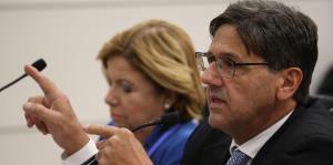 La Universidad de Puerto Rico discute cómo hacer frente a los recortes