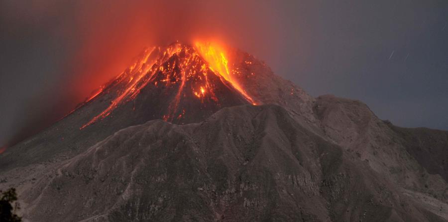 En las Antillas Menores hay unos 17 volcanes activos pero sólo el Soufriere Hills, en la isla de Monserrat, está en erupción, los demás están dormidos (horizontal-x3)