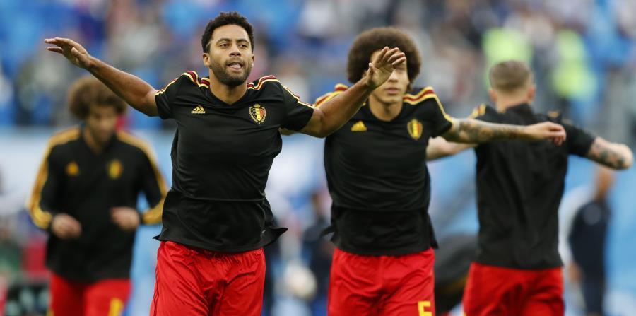 Moussa Dembélé (izquierda) y Axel Witsel dos de los jugadores de la selección belga. (AP) (horizontal-x3)