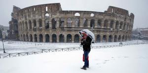 Inusual nevada afecta a Roma