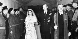 Reyes de Inglaterra celebran sus boda...
