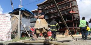 Un incendio paraliza las labores de construcción de un hotel en Ponce