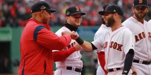 Los Medias Rojas de Boston recibieron sus anillos de campeonato