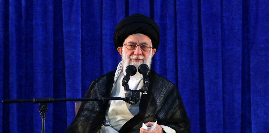 El guía supremo iraní, Ali Khamenei, volvió a amenazar con