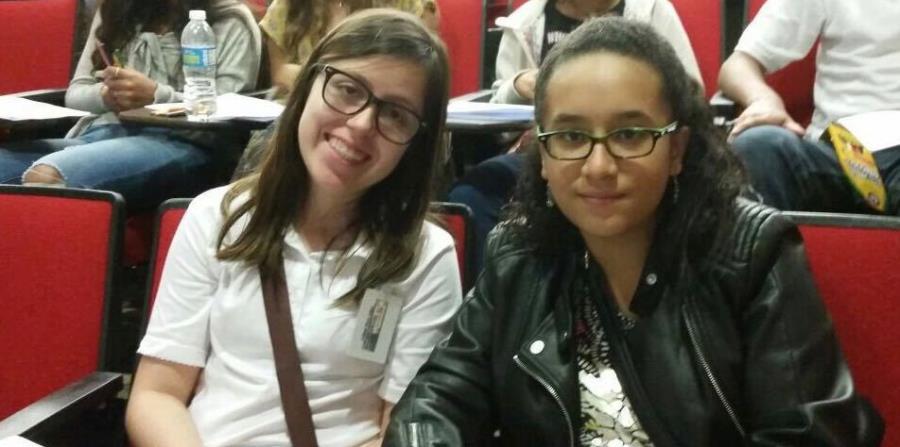 Las alumnas Leilani Pérez y Kalare Mía Ferrer, en el taller