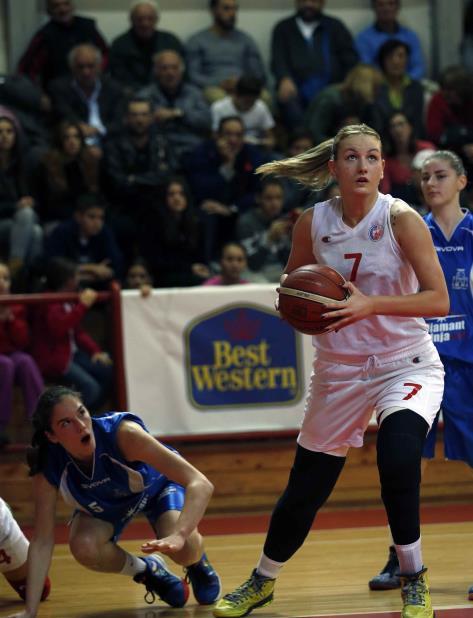Kovacevic anotó cinco puntos por el Estrella Roja de Belgrado el miércoles, en la liga principal de mujeres en Serbia (vertical-x1)