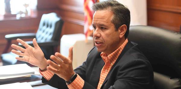 El senador Miguel Romero radica medida para eliminar cargo por eficiencia energética