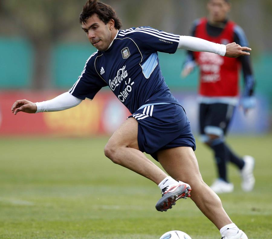Tras desvincularse del club chino, Carlos Tevez firmó un contrato con Boca por dos años. (AP / Natacha Pisarenko) (semisquare-x3)