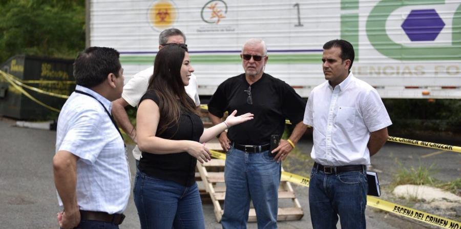 El viernes pasado, personal de la agencia se negó a abrir los contenedores donde están 76 cadáveres a las afueras del edificio en Río Piedras. (Suministrada) (horizontal-x3)