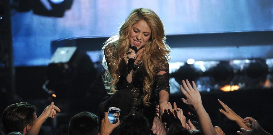 Shakira (horizontal-x3)