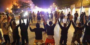 Fuego y gases lacrimógenos en el cuarto día de protestas por la muerte de George Floyd