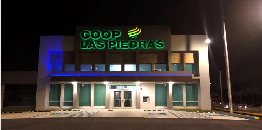 Fachada frontal de la nueva sucursal de Coop Las Piedras en el pueblo de Carolina. (horizontal-x3)