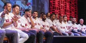 Jugadores de los Red Sox reaccionan a la salida de Alex Cora