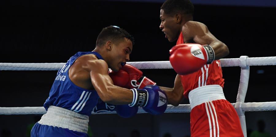 Yankiel Rivera, azul, es uno de peleadores de la delegación nacional que no han sido eliminados de la competencia. (GFR Media) (horizontal-x3)