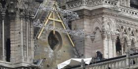 Restauradores de Notre Dame tratan de protegerla ante posibles lluvias