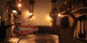 La Policía rompe manifestación frente a La Fortaleza al lanzar gases lacrimógenos
