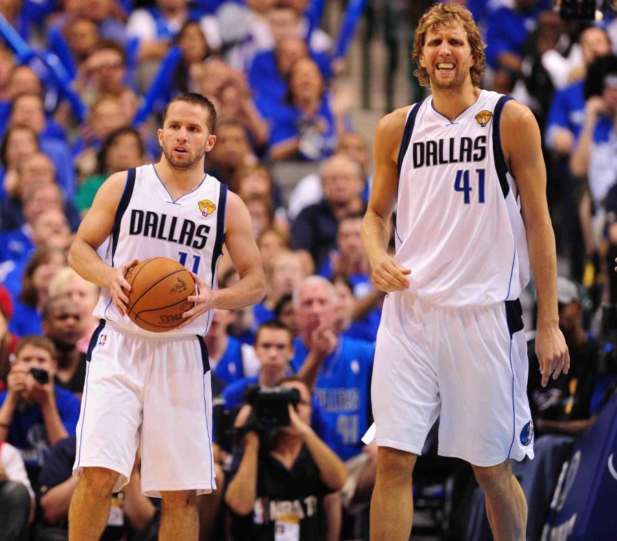 Barea y Nowitzki en la final de la NBA de 2011. (AP) (semisquare-x3)