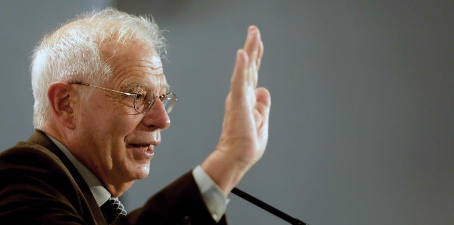 El expresidente del Parlamento Europeo Josep Borrell, durante su intervención en el acto electoral del PSC sobre políticas europeas celebrado en Barcelona. EFE (horizontal-x3)