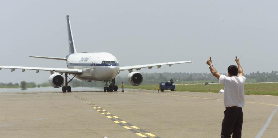 La medida establecería un tope  de  $350,000 y sería aplicable solo en las rutas nuevas establecidas por la línea aérea. (horizontal-x3)