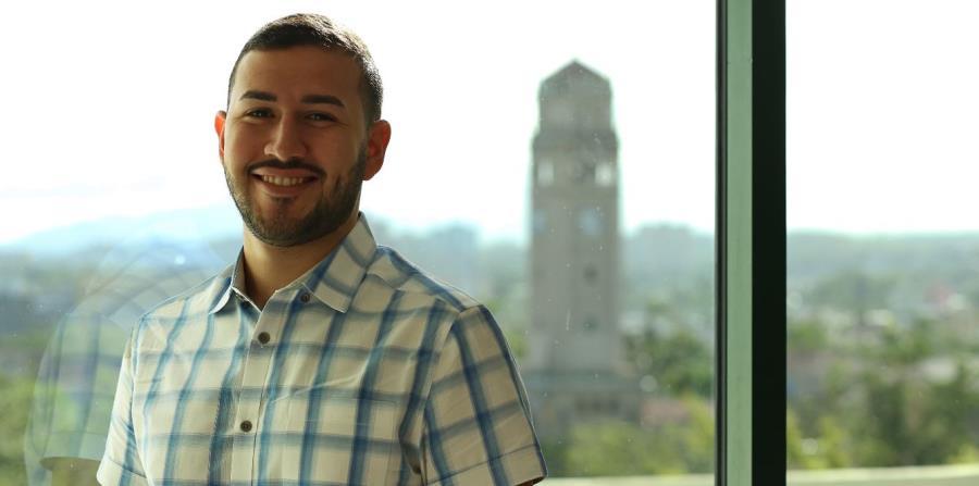 """José R. Hernández  ha sido galardonado con la beca """"Frank M. Deane Passion for Science"""". (horizontal-x3)"""